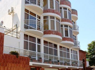 NUR HOTEL 1